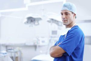 Arzt nachdenklich Berufsunfähigkeit